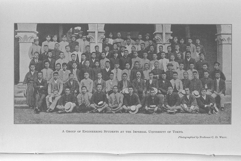 東京帝国大学工学部生/(A group of engineering students at the ...